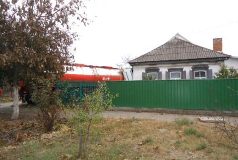 Вантажівка з цистерною в'їхав у житловий будинок в Кременчуці (5 фото) (3)