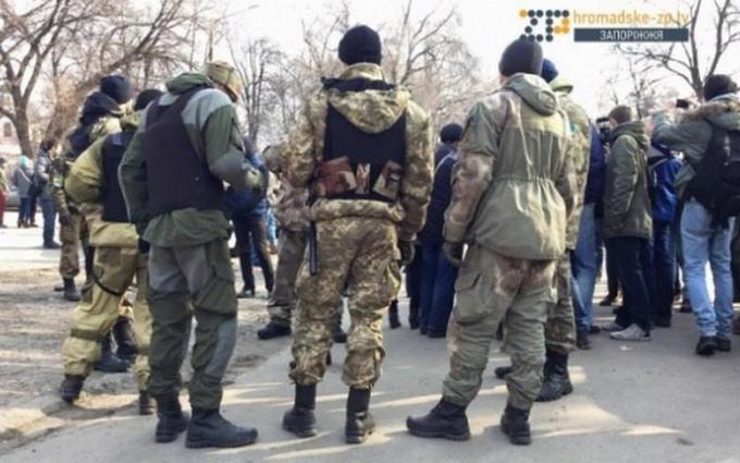 В Запорожье произошли стычки из-за памятника Ленину: опубликовано фото и видео