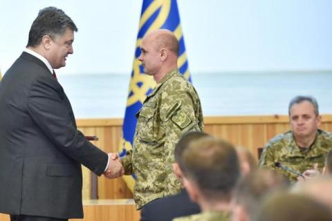 Порошенко нагородив 15 бойових командирів АТО (4 фото) (1)