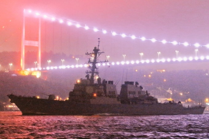 В Черное море зашел ракетный эсминец США: появились фото (1)