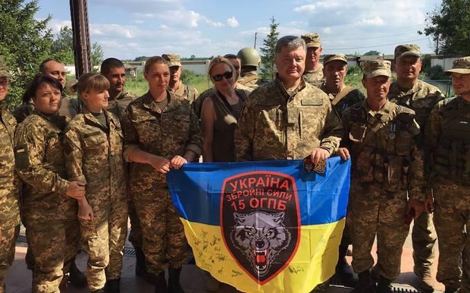 Порошенко показав, як побував біля Донецького аеропорту: опубліковані фото