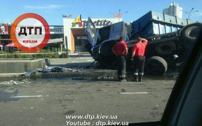 Масштабна ДТП у Києві: з'явилися нові подробиці і фото