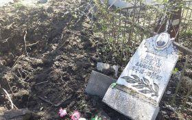 """Боевики ДНР разгромили """"Градами"""" кладбище: появились фото и видео"""