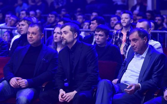 Помощника Путина увидели вместе с бывшим главарем боевиков ДНР: опубликовано фото