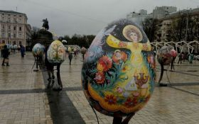 В центрі Києва з великодньої виставки вкрали величезну писанку