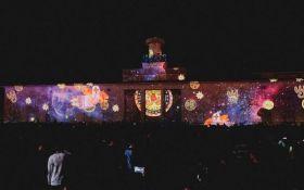 В Киеве открылся международный световой фестиваль: опубликованы зрелищные фото и видео