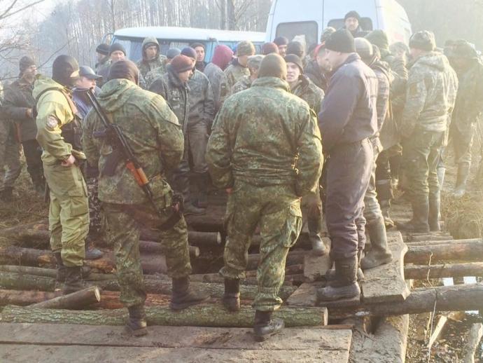 Копатели янтаря заблокировали полицию на Волыни: появились фото (2)