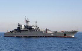 Військовий корабель РФ зіткнувся з суховантажем на шляху до окупованого Криму