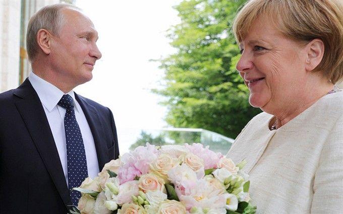 """""""Вроде баба"""": на российском ТВ по-хамски высказались о Меркель из-за букета Путина"""