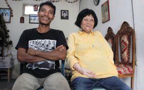 28-річний чоловік одружився з 82-річною жінкою, закохавшись в її голос: з'явилися фото
