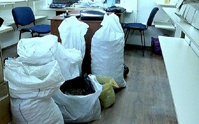 Полиция похвасталась мешками изъятого янтаря: опубликованы фото