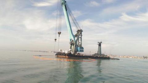 Почалася операція з підйому затонулого катера