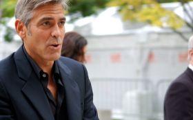 Джордж Клуни попал в ДТП: опубликовано шокирующее видео