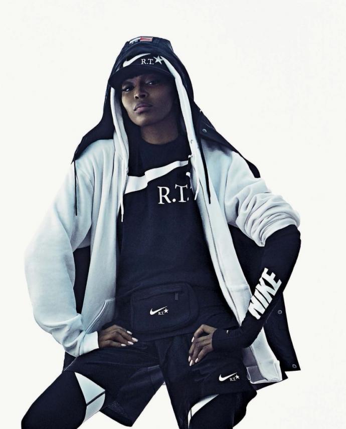Знову 25: Наомі Кемпбелл знялася в драйвовій фотосесії для італійського Vogue (1)