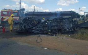 У ПАР внаслідок зіткнення автобуса з вантажівкою загинуло 20 дітей