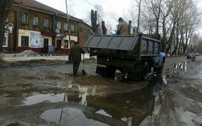 Появились впечатляющие фото России, тонущей в грязи