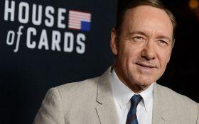 """Netflix після скандалу зі Спейсі відновила зйомки """"Карткового будинку"""""""