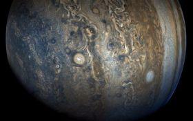 Гобелен ярких облаков и штормов: NASA показало впечатляющее фото Юпитера