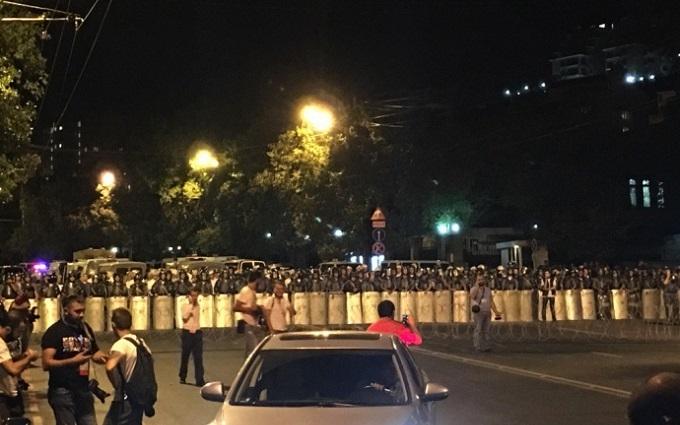 Зіткнення в Єревані: Євросоюз звернувся до загарбників поліцейської дільниці