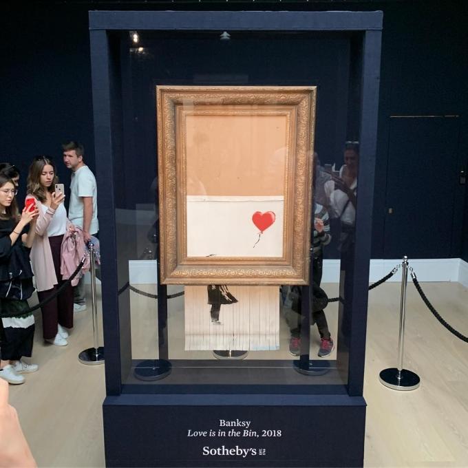 Оригинальное решение: самоуничтожившуюся картину Бэнкси перепродали как шедевр моментального искусства (1)