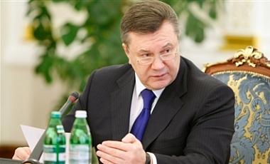 Янукович перед выборами поднимет пенсии и зарплаты бюджетникам и военнослужащим