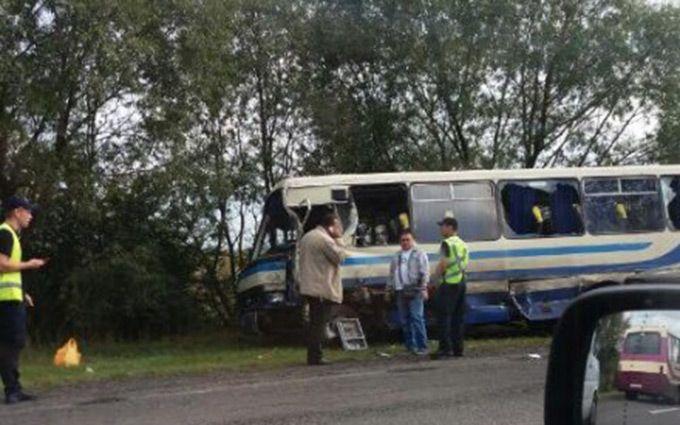 Пасажирський автобус на Львівщині потрапив у ДТП, є загиблі: з'явилися фото