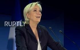 """Ле Пен оставила руководство """"Национального фронта"""" для борьбы за пост президента Франции"""