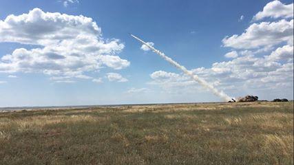 Запуск грізних українських ракет: з'явилися нові фото, відео і дані про вбивчу силу (1)