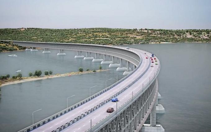 Так і стоятимуть дві палі: путінський міст в Криму підірвав соцмережі