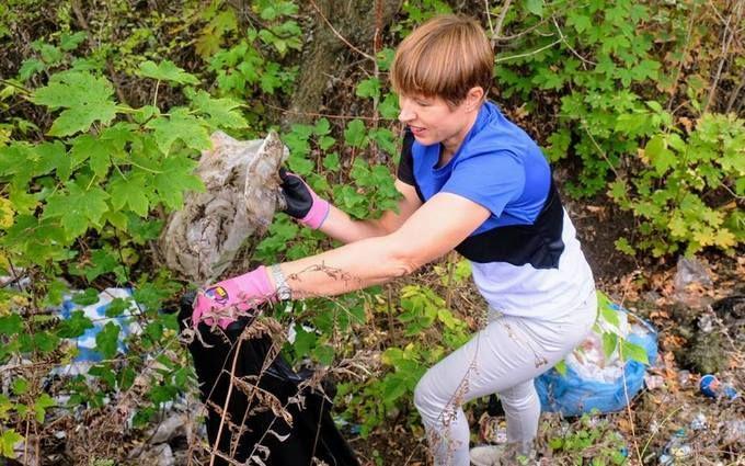 Президентка Естонії навела порядок в міському парку Дніпра: опубліковані фото
