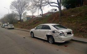В России девушка на внедорожнике устроила избиение припаркованных авто: появились фото