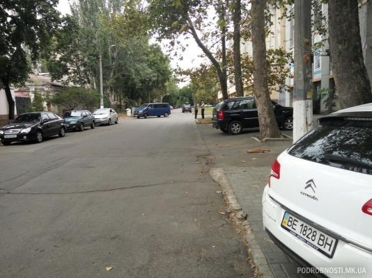 Дуже дивний водій маршрутки розбив 5 машин: з'явилися фото і відео (1)