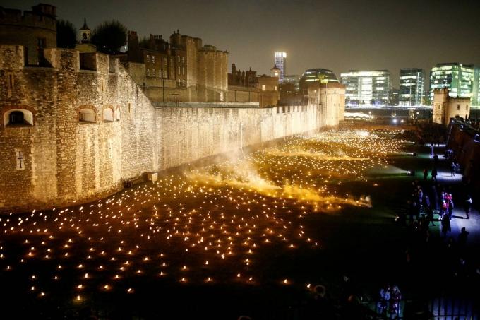 На честь закінчення Першої світової в Лондоні запалили тисячі вогнів: вражаючі фото і відео (1)