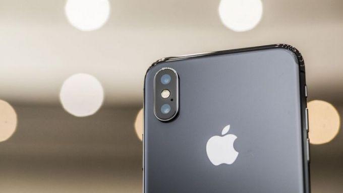Apple может прекратить выпуск iPhone X: названа причина