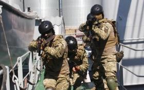 Морський спецназ України захопив корабель-порушник: з'явилися яскраві фото навчань