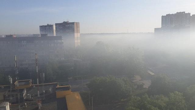 Киев накрыло густым и едким дымом: местные жители публикуют красноречивые фото (4)