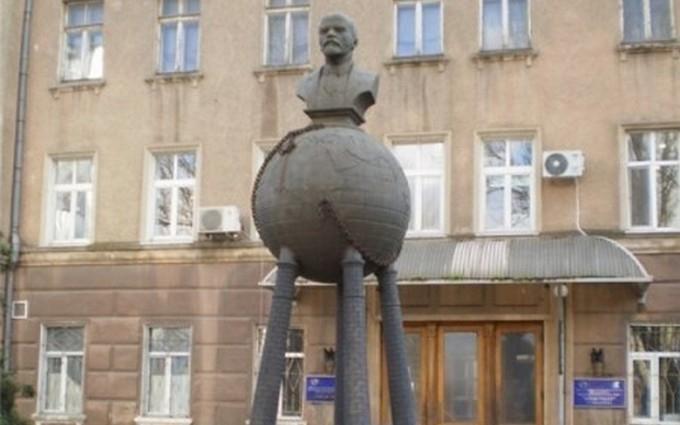 Саакашвілі наказав знести перший в світі пам'ятник Леніну