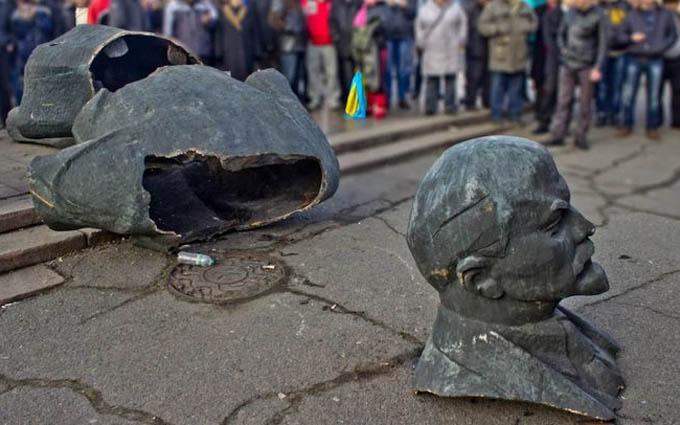 Куди подіти Довженка: українцям розповіли про складнощі з декомунізацією
