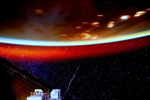 Астронавт NASA опублікував фото, на якому помітна атмосфера Землі (2)