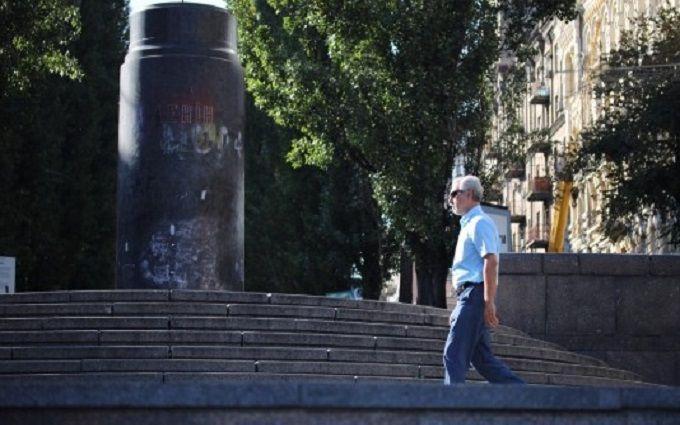 У Києві на місці пам'ятника Леніну з'явилась композиція рослин: опубліковано фото
