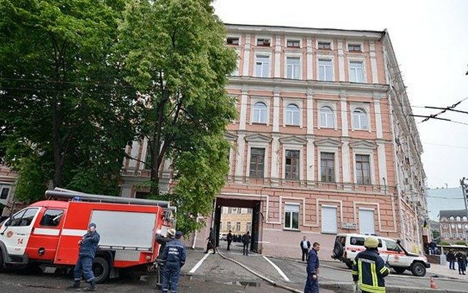 У Києві загорілася будівля поліції: опубліковані фото