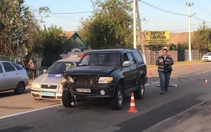 Під Києвом поліцейські в гонитві за порушником врізалися в авто з жінкою за кермом та дитиною - ЗМІ