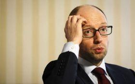 Россия подала запрос на объявление Яценюка в международный розыск, Аваков обратился в Интерпол