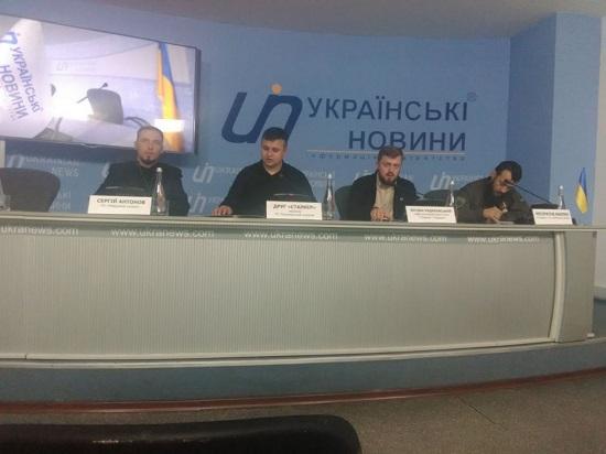 Активисты «Национального сопротивления» осудили торговлю компаний украинских политиков с РФ (2)