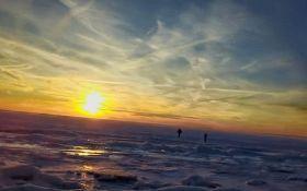 Ледниковый период в США: в сети появились потрясающие видео замерзшего океана