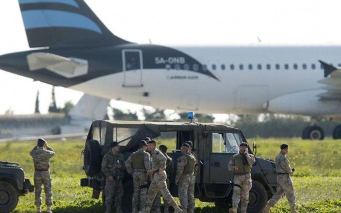 Премьер Мальты: угонщики ливийского самолета использовали муляжи оружия