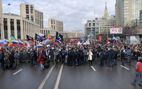 У нас пытаются забрать свободу слова: тысячи россиян вышли на масштабные протесты против власти