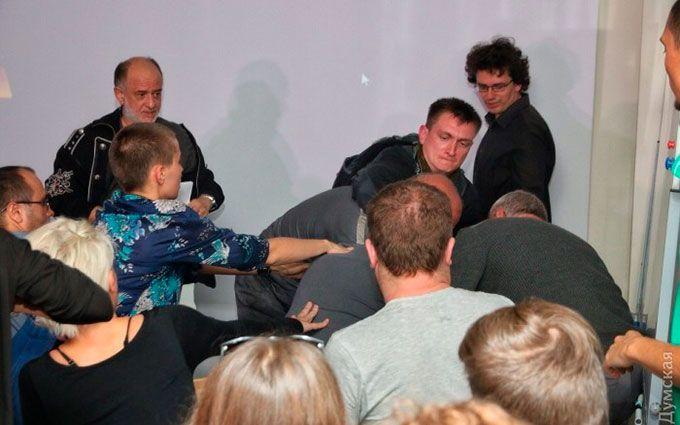 На зустрічі з російським художником в Одесі відомий блогер влаштував різанину, є загиблий: з'явилися фото