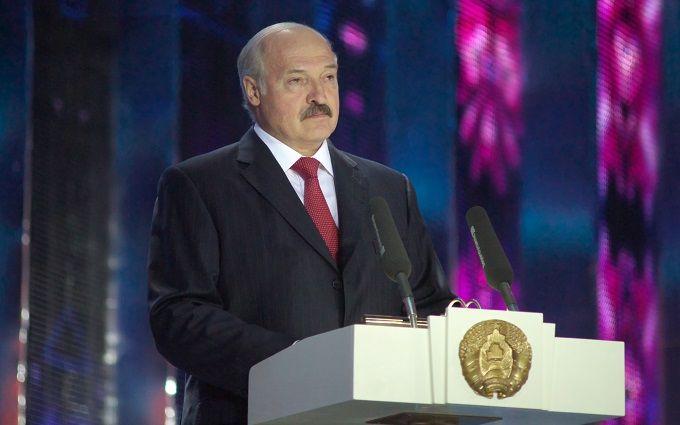 Треба на колінах стояти: Лукашенко зважився на сміливе рішення