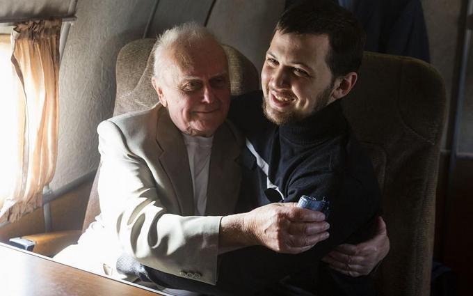"""У Порошенка розповіли про прощання українських в'язнів з """"немитою Росією"""": з'явилися нові фото"""